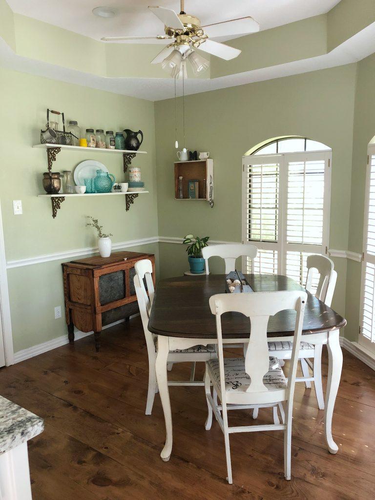 Breakfast room (before)